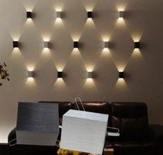 indirekte-beleuchtung-decke-dunkeles-interior-lichtstimmung-wandgestaltung