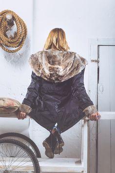 Giubbotto da donna modello parka, nero con pelliccia ecologica