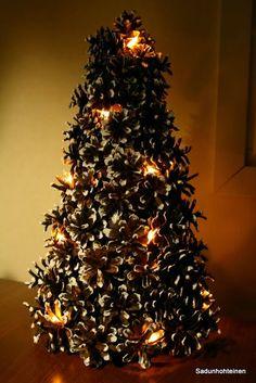Käpykuusi valoilla DIY Christmas Ideas, Christmas Tree, Candles, Lights, Holiday Decor, Diy, Inspiration, Home Decor, Teal Christmas Tree