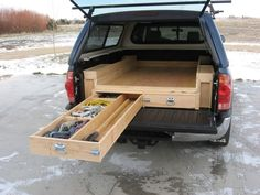 Truck Storage – Sleeping Platform : Pretty clever, innovative space-saving design for pick-up trucks with camper shells. Not sure about the sleeping part, but is a great way to maximize space and keep items from getting tossed around. Auto Camping, Truck Bed Camping, Camping Hacks, Truck Tent, Minivan Camping, Camping Hammock, Kayak Camping, Camping Ideas, Truck Bed Drawers