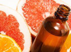 Comment avoir une peau lisse, sans cellulite ? Certains ingrédients naturels sont très efficaces pour éliminer ces amas de graisse sous-cutanée. Voici une recette maison pour fabriquer son huile de massage anti-cellulite.