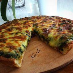 nacizane_mutfagim ISPANAKLI KİŞ Turkish Breakfast, Turkish Kitchen, Halal Recipes, Tea Time Snacks, Pasta, Iranian Food, Turkish Recipes, Iftar, Vegetable Pizza