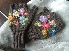 Ravelry: bearsaunty's Flower mitts 5