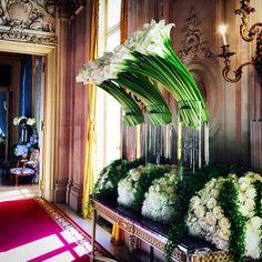 Jeff Leatham arrangements at the Ritz Paris The Ritz Paris, Jeff Leatham, Hotel Flowers, Green Centerpieces, Arte Floral, Wedding Weekend, Calla Lily, Cala Lilies, Blossom Flower