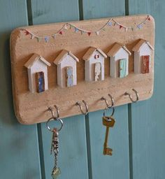 Appealing Key Holder Design ideas home diy organizations Driftwood Crafts, Wooden Crafts, Wooden Diy, Driftwood Beach, Wall Key Holder, Key Holders, Wooden Key Holder, Diy Key Holder, Jewelry Hooks