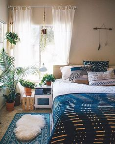 Love this. all of it. The layered rugs the sheer curtains the many plantst he curtain rod being higher and longer than the window itself hanging plants from the curtain rod The pillows the white bedspread the throw at the foot of it Yes yes yes!! these cold mornings make it even harder than usual to get up just wanna stay cozy in bed plzzzz Interior Design Home