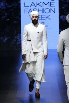 Festive 2016 Shantanu & Nikhil is part of Mens kurta designs - A Spanish inspired collection, the outfits included ruffles, frills, bolero jackets, and capes Showstopper Malaika AroraKhan looked amazi Indian Fashion Online, Indian Men Fashion, Mens Fashion Week, Lakme Fashion Week, Mens Fashion Suits, Winter Fashion Outfits, Asian Fashion, Mens Indian Wear, Indian Groom Wear