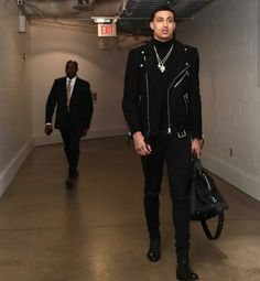 """I take the top off, I'm drippin like hot sauce"" - Nba Fashion, Teen Boy Fashion, Fashion Killa, Streetwear Fashion, Male Fashion, Jordan Fashions, Kyle Kuzma, Leather Jacket Outfits, Tomboy Outfits"