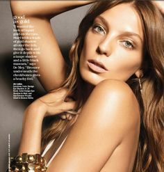 Daria Werbowy teams up with Lancome's artistic director, Aaron de Mey for a series of beauty images shot for the December edition of Marie Claire US. Daria Werbowy, Light Golden Brown Hair, Bronze Makeup Look, Best Digital Camera, Digital Cameras, Holiday Makeup Looks, Princess Hairstyles, Long Layered Hair, Gold Eyes