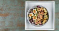 Σαλάτα με καπνιστό σολομό Smoked Salmon Salad, Salmon Salad Recipes, Nutrition Chart, Nutrition Information, Processed Sugar, Baby Potatoes, Mixed Vegetables, Vegetable Salad, Good Fats