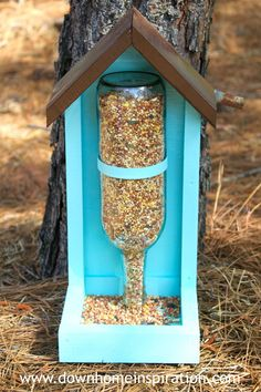 Vogelhäuschen Mehr bird feeder diy kids How to Make a Wine Bottle Bird Feeder - Down Home Inspiration Wine Craft, Wine Bottle Crafts, Wine Bottle Bird Feeders, Diy Bottle, Vodka Bottle, Alcohol Bottle Crafts, Wine Bottle Garden, Bottle House, Alcohol Bottles