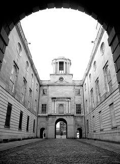 Inicio - La Sociedad de Honor de pensiones de King. Education And Training, Dublin, Online Courses, Community, Street, Building, Travel, Viajes, Buildings