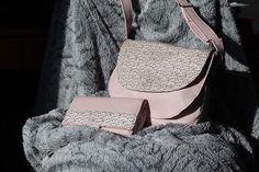Les P'tites Folies D'Éloïse sur Instagram: Je rêvais d'avoir un sac et son compagnon assorti. Je ne trouvais jamais mon bonheur. Je l'ai donc fait ! Un modèle de #sacôtin…