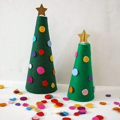 http://buggyandbuddy.com/christmas-activities-kids-decorate-felt-christmas-tree/