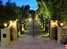 Luxury real estate in Beverly Hills CA US - 9105 Hazen Dr - JamesEdition Driveway Entrance Landscaping, Driveway Design, Driveway Gate, Fence, Front Gates, Entrance Gates, Gate Design, House Design, Driveway Lighting