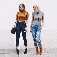 mood pós lançamento com calças jeans, cintura alta e destroyed, ankle boots e tons quentes. ✨ (link na bio) ✌️