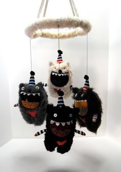 Baby Mobile --- Bears in Party Hats --- Fuzzy Wuzzy Was a Mobile. pinkcheeksstudios via Etsy.