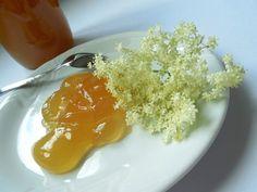 Květy černého bezu mají široké využití. Dnes se z nich naučíme voňavou marmeládu. Gluten Free Recipes, Free Food, Food And Drink, Rice, Pudding, Homemade, Cooking, Breakfast, Syrup