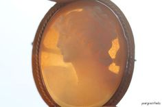 Vintage Hand Carved Left Facing Shell Cameo Pendant Brooch Pin