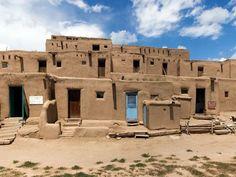 adobe architecture of New Mexico's Pueblo de Taos