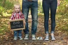 Baby announcements with siblings photos. christinagriffithsphotography.com