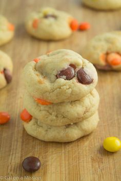 Soft-Baked Reese's Pieces Cookies from @galmission #reeses