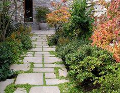 99+ simple and eye catching flagstone backyard walkway ideas (115)