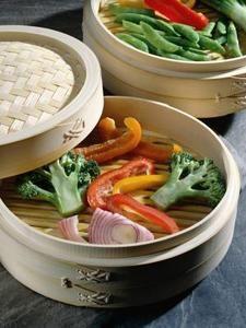 ¿Puedo comer solo pollo y vegetales al vapor para perder peso?