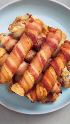 Taquitos Ordinary chicken taquitos are fine, but an extra wrapping of bacon is like trying them again, for the first time.Ordinary chicken taquitos are fine, but an extra wrapping of bacon is like trying them again, for the first time. Bacon Recipes, Appetizer Recipes, Mexican Food Recipes, Cooking Recipes, Healthy Recipes, Healthy Drinks, Skewer Appetizers, Healthy Baking, Pizza Recipes