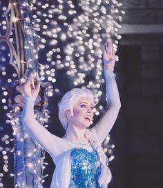 Elsa frozen Frozen Face, Elsa Frozen, Disney Frozen, Frozen Stuff, Walt Disney, Frozen Cosplay, Elsa Cosplay, Elsa Character, Disneyland World
