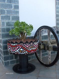 When it comes to making the garden stylish, some seem to have more of a creative touch than others. Diy Garden Projects, Garden Crafts, Garden Art, Garden Design, Old Tire Planters, Tire Craft, Painted Tires, Tire Garden, Design Creation