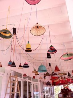 pet lamps from COlombia!!! I need those foe the back yard