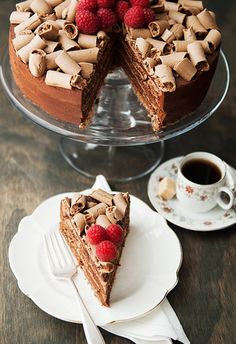 Beautiful! Also flourless! And it uses mousse for frosting! -- the concorde chocolate meringue mousse cake recipe | use real butter