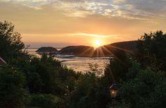 Coucher de soleil sur la terrasse extérieure du Mange Grenouille (Le Bic) Bas Saint Laurent, Celestial, Sunset, Outdoor, Outdoor Seating, Sun, Outdoors, Sunsets, Outdoor Games