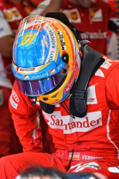 Fernando Alonso goes to the office - 2014 Bahrein GP Saturday