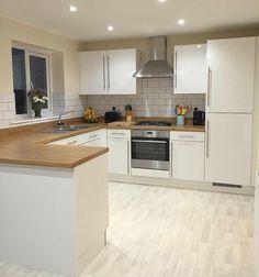 Kitchen Themes, Home Decor Kitchen, Kitchen Interior, Kitchen Cabinet Styles, Kitchen Cupboards, Cottage Kitchens, Home Kitchens, Kitchen Diner Extension, Open Plan Kitchen Living Room