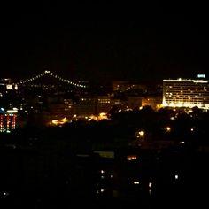 About last night.... - #altovista #skyline #panorama #nightlife #noite #muitolegal #fundaymonday #instagood #instacool #vertigo #beautiful #travel #instatravel #lisboa #portugal #latergram #wanderlust http://tipsrazzi.com/ipost/1505684498191267054/?code=BTlRBLagLTu