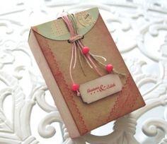 Petite boîte décorée avec scrapbooking