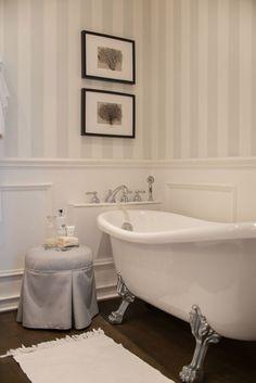 House Design, Room Interior, Bathroom Design, Bathroom Toilets, Interior Inspiration, Art Deco Bathroom, Clawfoot Bathtub, Bathroom Decor, Bathtub