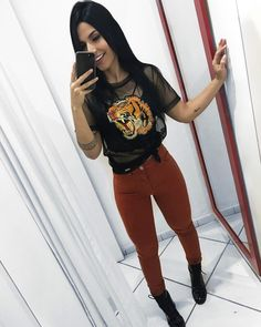 Burgundy pants black t-shirt - ChicLadies. Simple Outfits, Casual Outfits, Cute Outfits, Looks Style, Casual Looks, Girl Fashion, Fashion Outfits, Womens Fashion, Best Cheap Clothing Websites