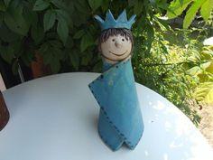 Unsere Zaunhocker Prinzessin ist frostfest und mit Liebe zum Detail gestaltet.  Auf einer Zaunlatte oder einem Stab ist er ein farbenfroher Blickfang.  Weil es allein auf einem Zaun schnell...