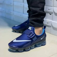 Nike Vapormax Plus Cool Nike Shoes, Nike Air Shoes, Sneakers Fashion Outfits, Fashion Shoes, Mens Fashion, Mens Shoes Boots, Shoe Boots, Zapatillas Nike Shox, Best Sneakers