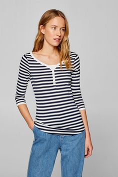 The Esprit Online-Shop offers a large selection of high quality fashions for men, women and children as well as the latest fashion accessories and furnishings. Komplette Outfits, Bleu Marine, Neue Trends, Feminine, Sporty, V Neck, Pure Products, Casual, Fabric