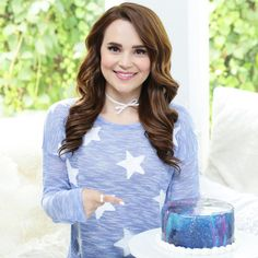 Los Angeles baker and author Rosanna Pansino of Nerdy Nummies created a tutorial showing how to make a beautiful galaxy mirror cake using reflective