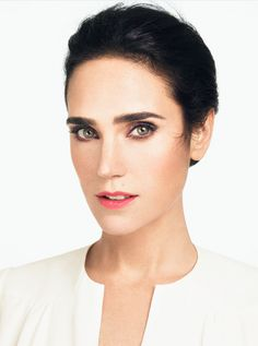 Future Solution LX serisinin güzel yüzü, Jennifer Connely