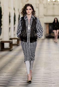 Boutique Haute Couture, Style Couture, Haute Couture Fashion, Fashion Week Paris, Fashion Show, Fashion Trends, Bandeau Tops, Kenzo, Chanel N 5