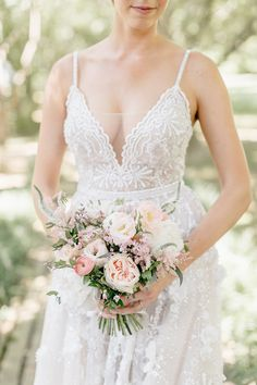 Crisp White + Peach and Pink Summer Wedding at Appleford Estate Affordable Wedding Dresses, Country Wedding Dresses, Modest Wedding Dresses, Modern Wedding Reception, Romantic Wedding Receptions, Wedding Ceremony, Romantic Wedding Inspiration, Wedding Ideas, Wedding Planning