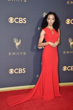 Sonequa Martin-Green's elegant, curly hairstyle needs to be added to your next hair-inspiration mood board. (Photo: Jeff Kravitz/FilmMagic)