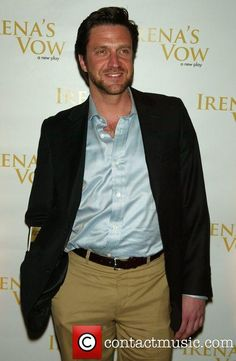 Raul Esparza; actor of stage, TV, singer, beautiful man