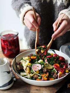 La bonne association :Kale + carottes + croutons +betterave chioggia +pommes de terre +oignons pickl... - Pinterest/ Mynewroots